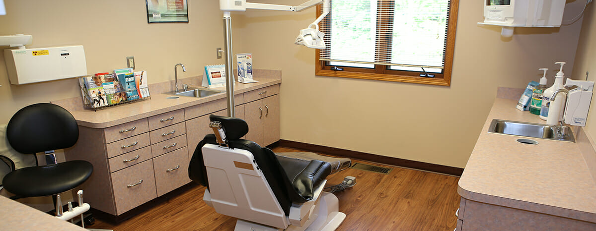 low income family dentist office in akorn